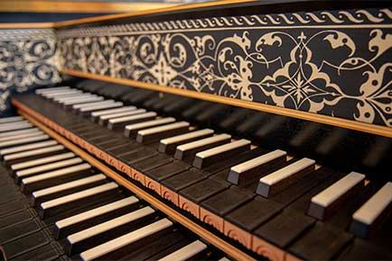An photograph of a harpsichord's keyboard